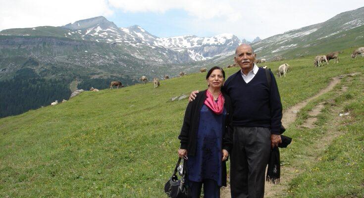 FC Kohli with his wife - Seniors Today