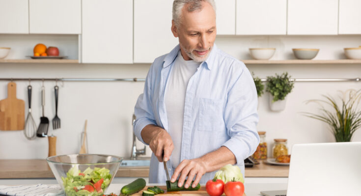 10 Simple Ways to Prevent Overeating in the Lock down